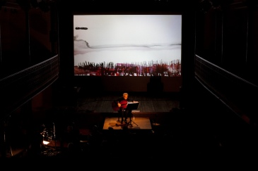 TIMELESS ECHOES, a composition from Kee Yong Chong - compositionArne Deforce - celloSigrid Tanghe - projectionTimeless Echoes, a composition from Kee Long Chong / Arne Deforce (B) celle, Sigrid Tanghe, projection